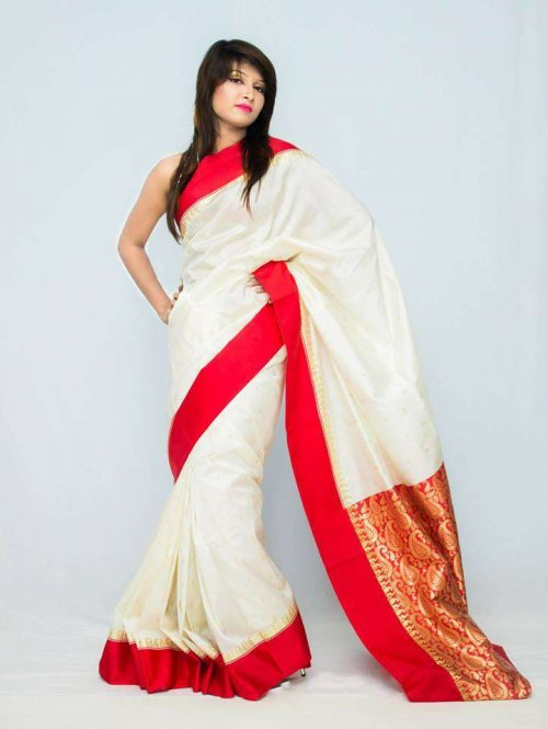 Exclusive Read& off white indian saree