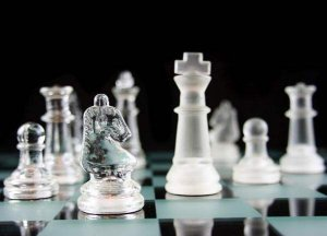 DECORATIVE GLASS CHESS SET