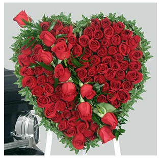 Big rose heart shape valentine flower arrangements