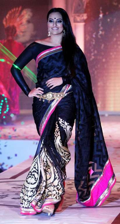 Sonakshi Sinha Rajguru Fashion Show Lotus Black Saree Sharee